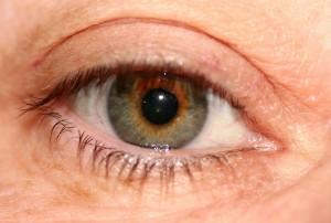 La irritación de los ojos por el maquillaje